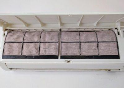 Zapylony filtr wstępny klimatyzatora